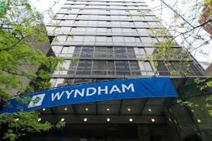 3 day weekend-Wyndham Midtown 45-1 Br Presidential