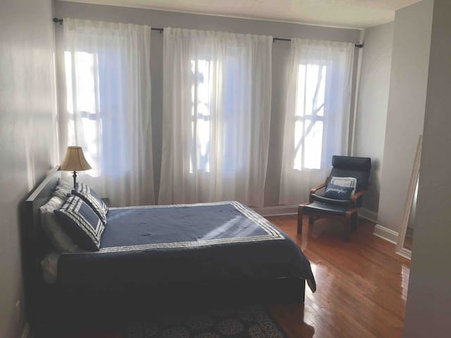 Private Spacious Apartment in Historic Seton Hill