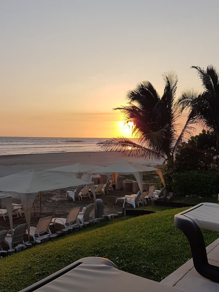 Sunset Aura en Acapulco
