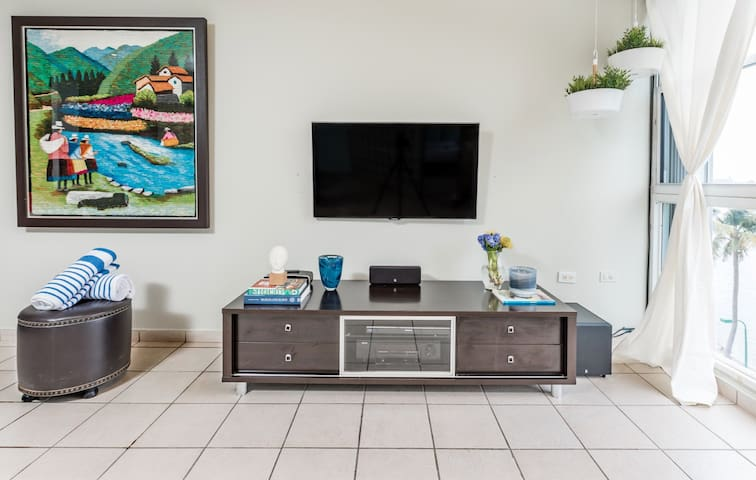 Flat screen tv with tv unit