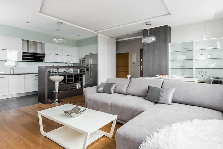 Apartament Grey Sea Towers na 18 piętrze