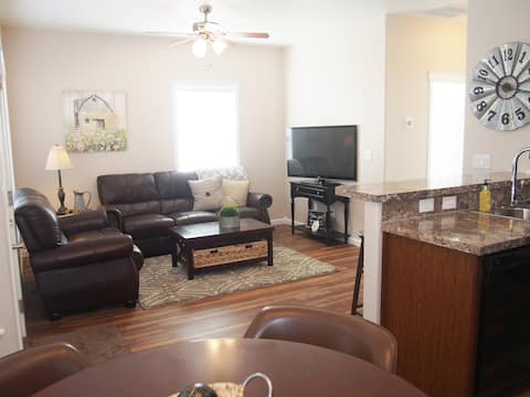{A} The Snake River. 2 Queen beds. 1 bed/1 bath.