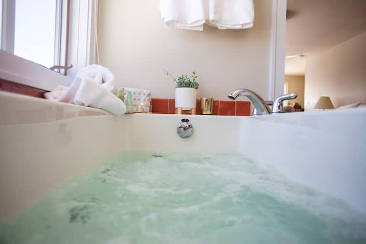 Steeple Hill Superior Flat | Luxe Spa Suite
