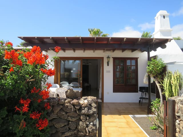 Peaceful villa, prime location, Playa Blanca