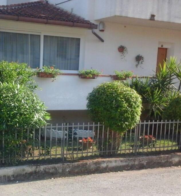 Giardino fronte casa
