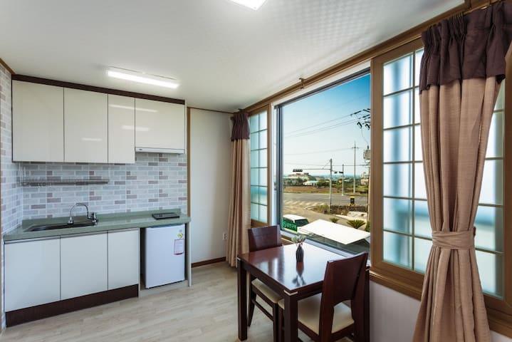15평 원룸형 커플룸A Jeju Wayo Pension(제주와요펜션)