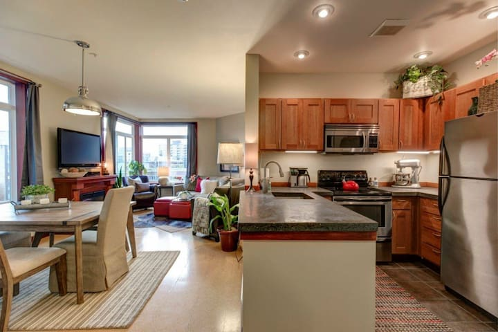 Beautiful Spacious Home in Belltown!