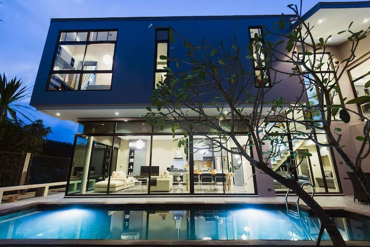 全新现代工业风设计别墅,3卧室,私人泳池+园林