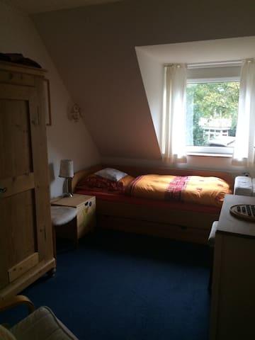 Ruhiges Zimmer in schönem Reihenhaus, Hamburg-nah - Ellerau - Townhouse