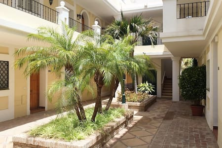 Exquisite Spacious Townhouse 5 min to Puerto Banus - Marbella