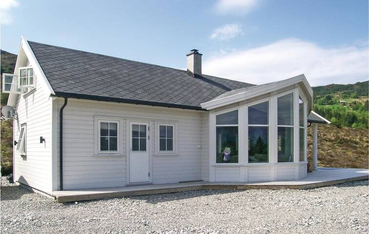 Holiday cottage with 3 bedrooms on 100m² in Stadlandet