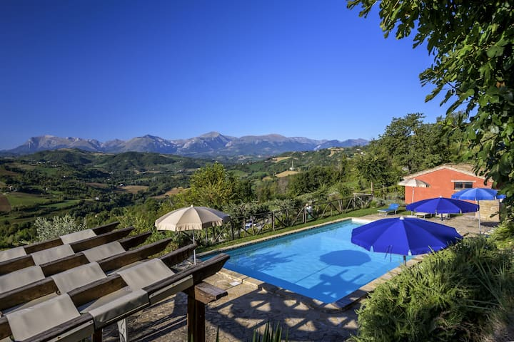 Splendid Apartment with Pool in Monte San Martino