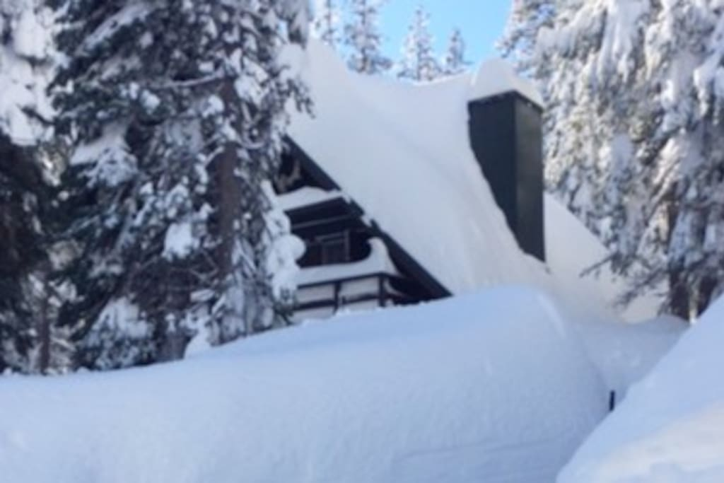 Hyggelig Log Cabin in Serene Lakes, CA part of the Sierra Nevada Mountains near Lake Tahoe. Great Skiing and lake life! Hygge Cabin covered in snow. Daily plow service gets you out quick in the morning.