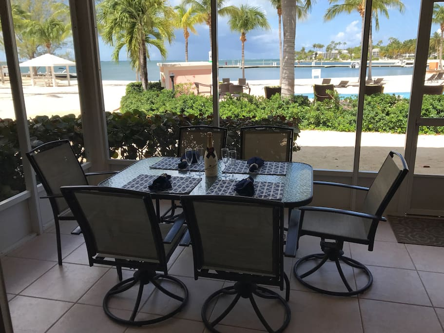 Have breakfast, lunch or dinner out on the lanai with seating for six and views that are amazing