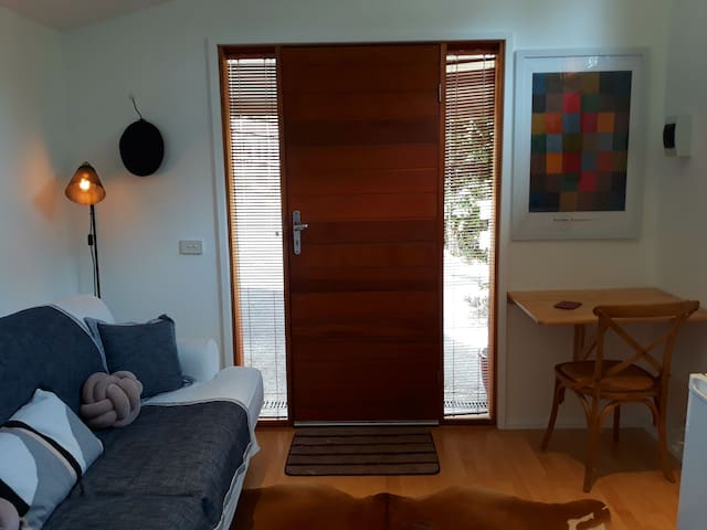 Eltham self contained studio close to Monsalvat.