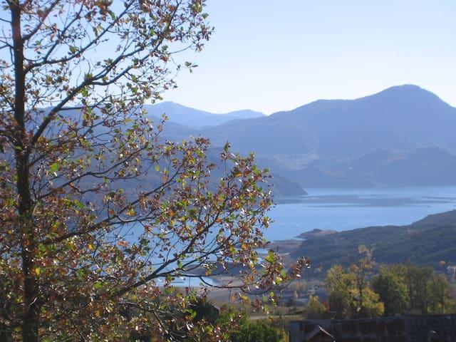 maison individuelle Prunières vue sur lac