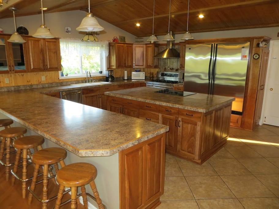 Gourmet Kitchen - plenty of space for meal preparations