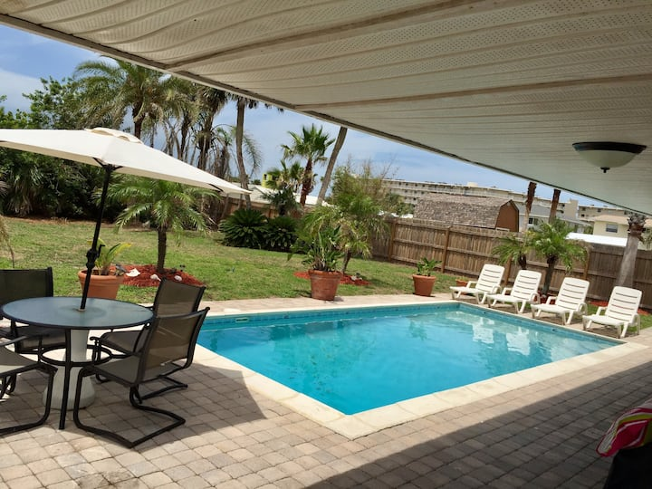PRIVATE BEACH HOUSE W/POOL, 4 HOUSES FROM BEACH!