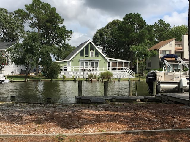 Pura Vida....Canal front cottage - Ocean Pines - House