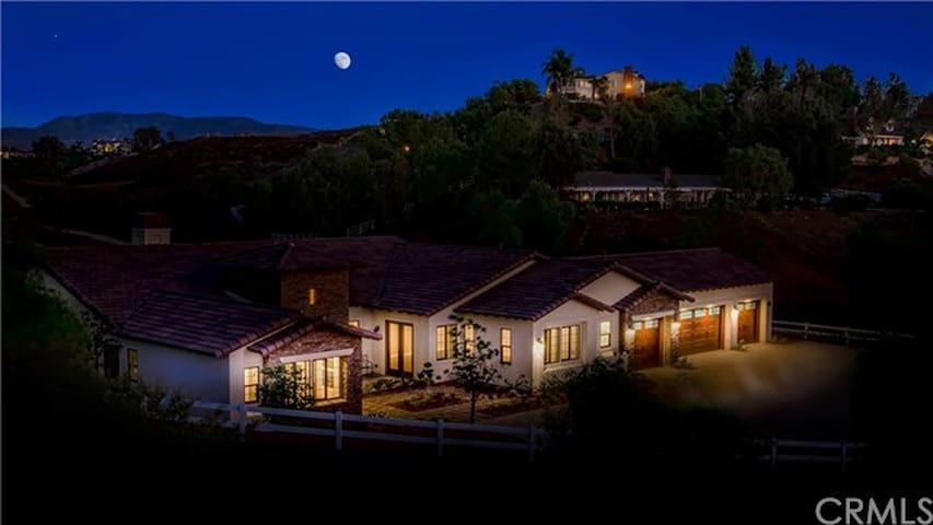 Private Suite in Temecula close to Wine Country - เทเมคูลา - บ้าน