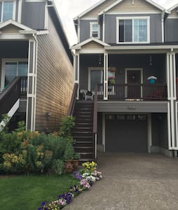 One Room in West Linn Townhouse - Townhouse