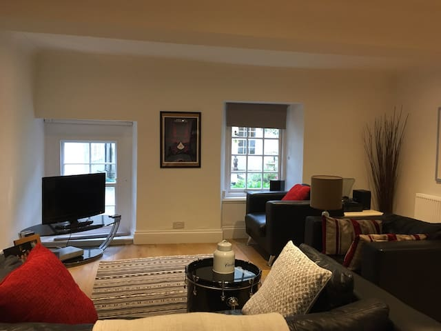 Modern flat in peaceful setting - Brookhouse