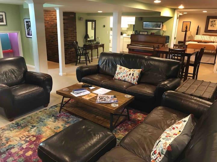 Spacious & Artsy Highlands 3 Bedroom Retreat for 6