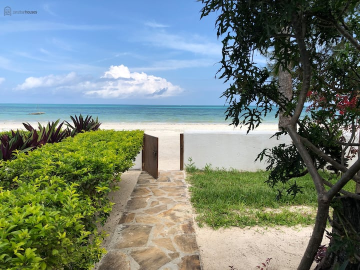 Surfescape Beachfront Apartment - 1 bedroom