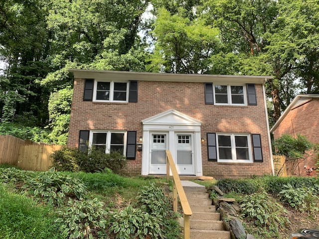 Long Term Only - Family & Dog Friendly - 4 BR