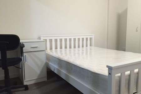 Spacious room for rent in Liverpool - Liverpool - Apartmen