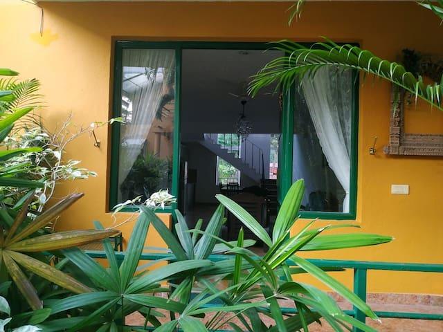 Cosy Goa villa with it all. 900m to Fatrade beach.