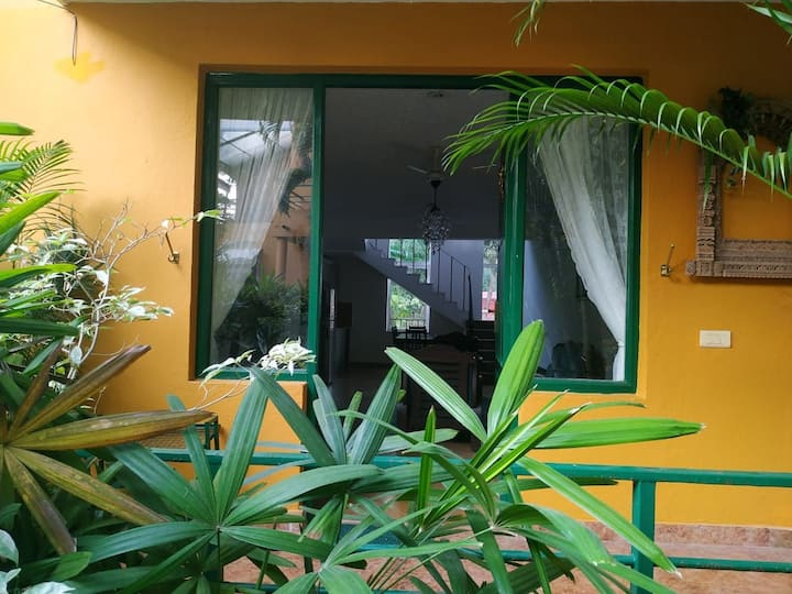Cosy Goa villa with it all. 900m to Fatrade beach.