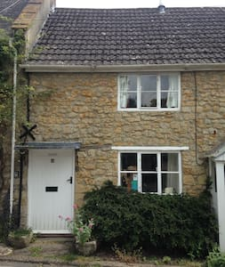 Pretty cottage in the quiet heart of Beaminster.