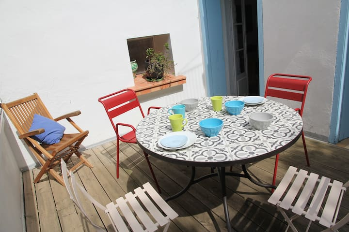 Appartement with terrasse, core of the village