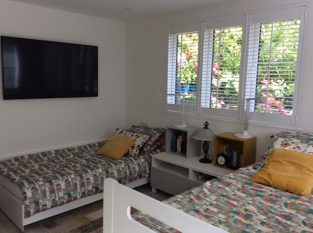 Fully furnished self contained studio for 2 people