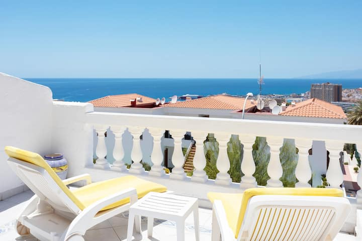 SEA VIEW SUNNY TERRACE, Heated Pool, WIFI, AirCond