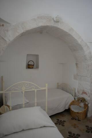 Camera da letto matrimoniale o doppia (trullo)