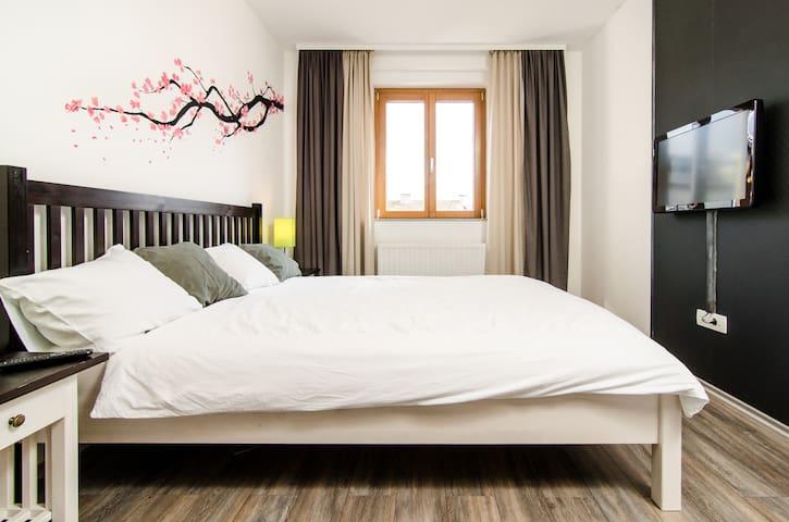 Mastar bedroom