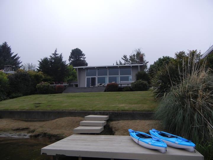 Kye's Lakefront Cabin