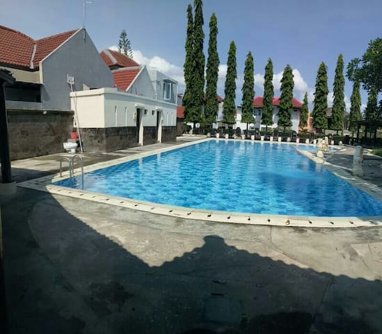 Our community pool, where you can swim and chill out or take swimming lessons or a dive course.