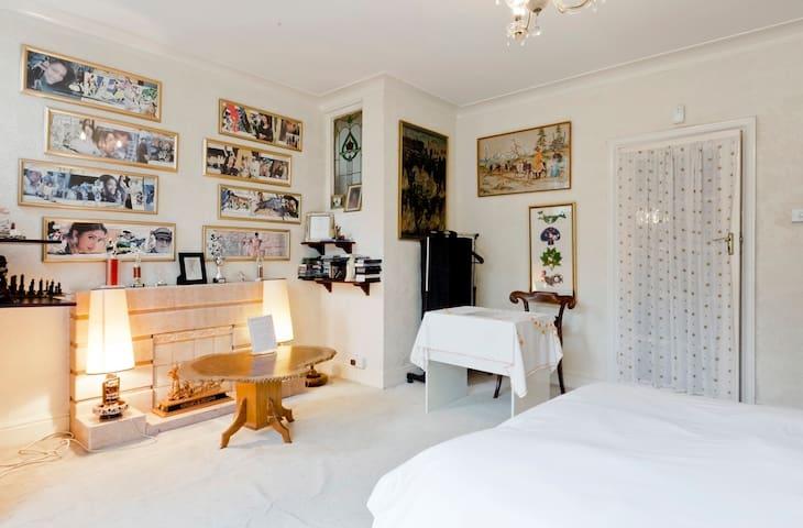 Garden Bedroom 25 mins Lon A40 M4 Heathrow Parking - London - Rumah