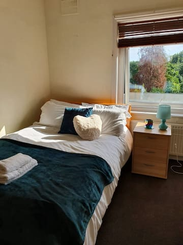 CHAPS GUESTHOUSE R2 in Southampton