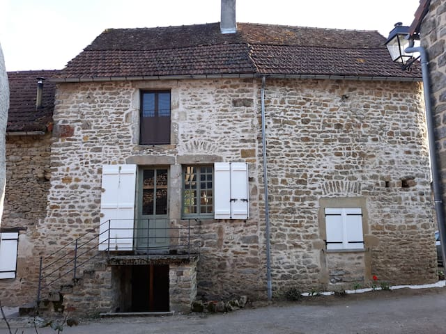Spacious Burgundy village house, sleeps 6