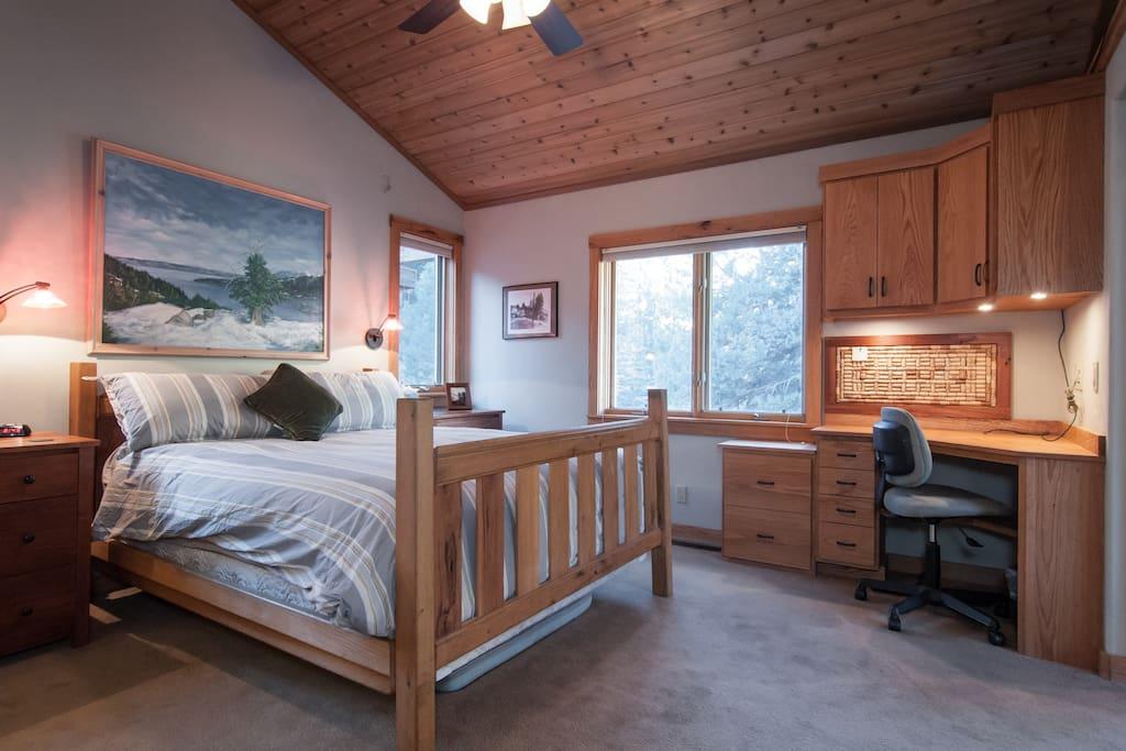 Lake tahoe alpine rental w hot tub and pond pass for Animali domestici della cabina del lake tahoe