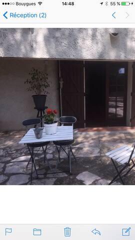 T1 meublé rez de villa Bandol - แบนดอล - บ้าน