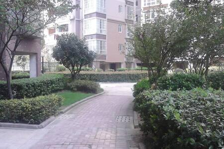 金银湖庭院之家Home with courtyard near Gold & Silver Lake - Wuhan - Wohnung