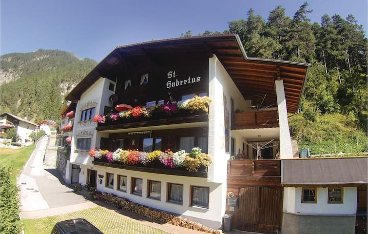 Holiday apartment with 2 bedrooms on 80m² in Schnann