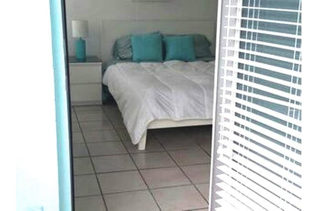 Private room with Queen size with direct access to the balcony