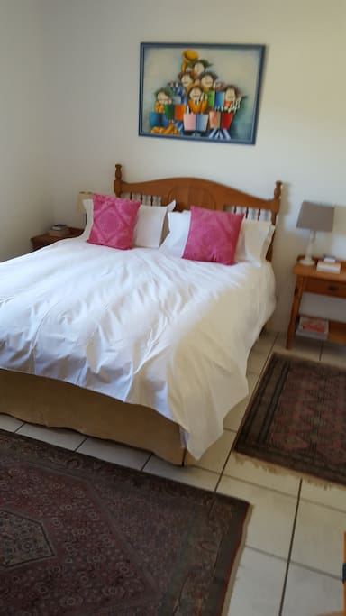 Queen size bed, quality white linen , down pillows and duvet. Electric blanket for winter.
