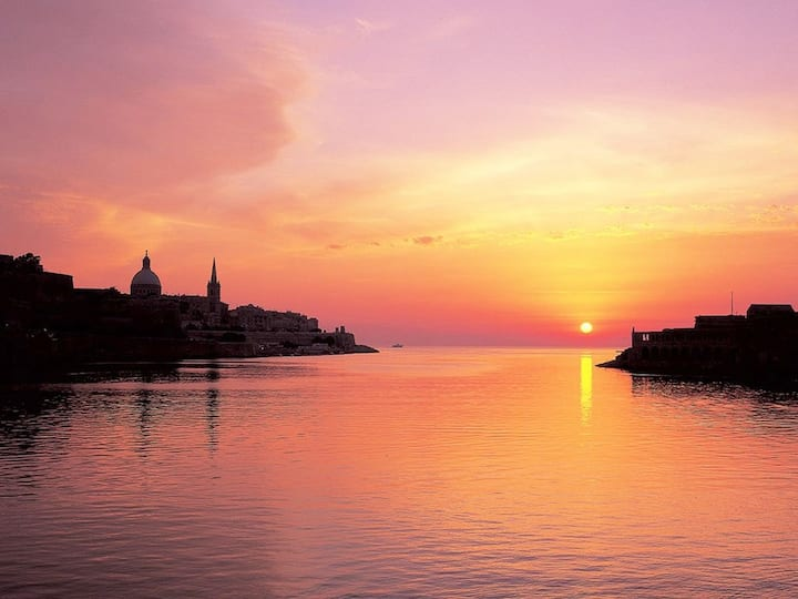 Sunrise & sunset Valletta